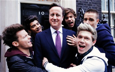 Le chahut des One direction au 10 Downing Street-Photo:Dr-